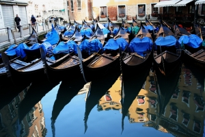 Венеция - гондолите
